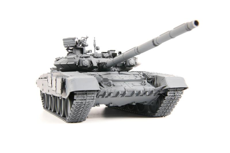 Модель - Российский основной боевой танк Т-90.