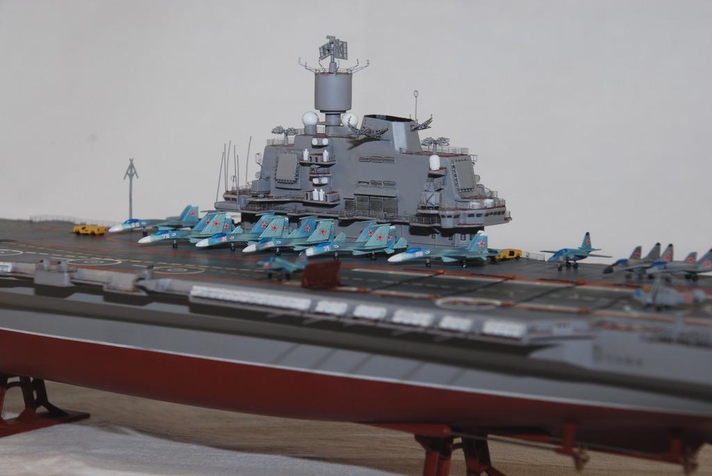 Модель - Авианосец  Адмирал Кузнецов  Масштаб:1/720.