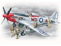 Модель P-51D c пилотами и техниками ВВС США