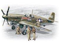 Модель P-51B c пилотами и техниками ВВС США