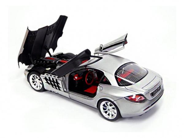 Модель - Mercedes-Benz SLR McLaren (1:24).