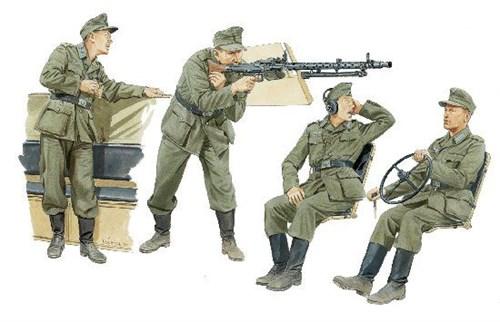 Модель Германский экипаж полугусеничного бронетранспортёра
