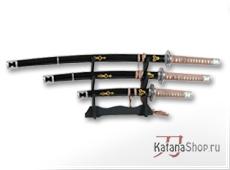 Катана танто и вакидзаси с золотистым орнаментом на ножнах