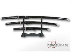 Катана, танто и вакидзаси в чёрных лакированных ножнах